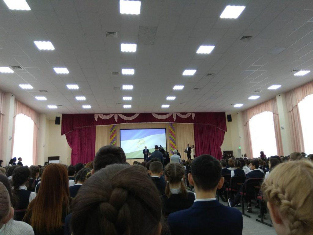 Выступление Рустема Хамитова в школе Нагаево